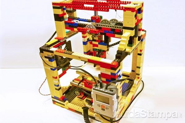 Stampare in 3D grazie al prototipo realizzato con i LEGO, il LEGObot3D.